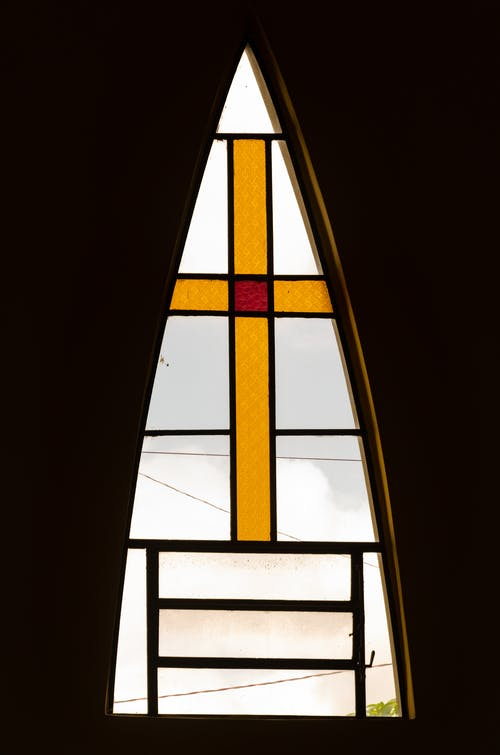 十字架, 室內, 建築, 彩色玻璃 的 免费素材照片