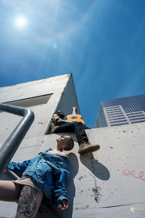 Fotos de stock gratuitas de actitud, al aire libre, arquitectura, atractivo