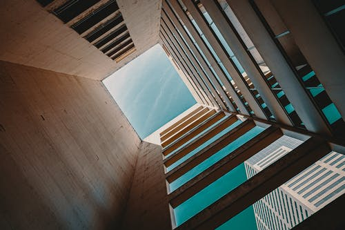Foto profissional grátis de abstrair, abstrato, alto, arquitetura contemporânea