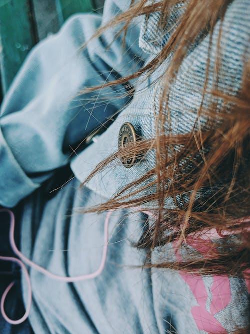 Gratis lagerfoto af brunette, close-up, denim, hår
