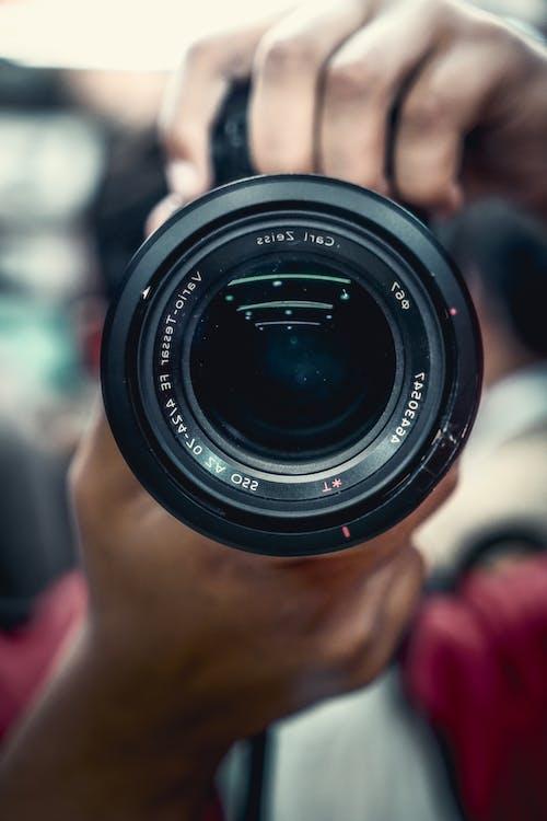 Foto profissional grátis de borrado, brilhar, câmera, frente
