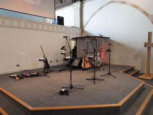 마이크 스탠드, 스테이지, 십자가, 악기의 무료 스톡 사진