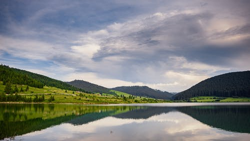 Darmowe zdjęcie z galerii z chmury, cichy, drzewa, jezioro