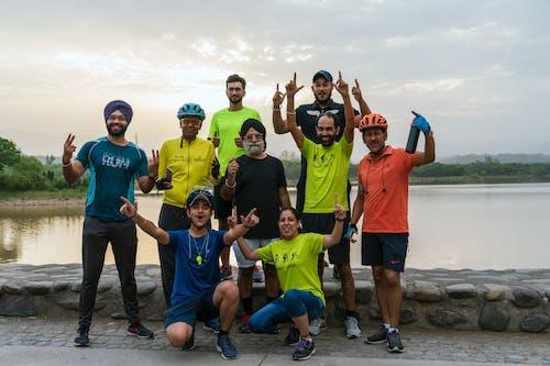 Безкоштовне стокове фото на тему «індійці, барвистий, велосипедисти, вираз обличчя»