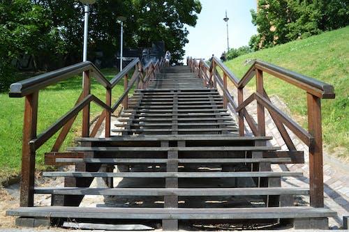 Fotobanka sbezplatnými fotkami na tému cestovný ruch, človek, dolu schodmi, kroky
