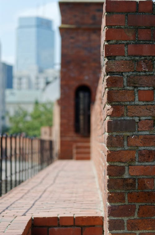 Fotobanka sbezplatnými fotkami na tému červené tehly, hrad, mesto, mestský