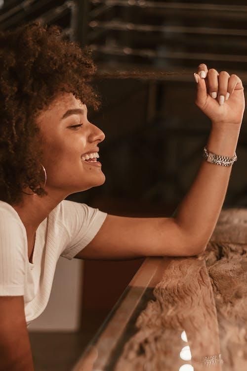 アフリカ人女性, アフリカ系アメリカ人女性, きれいな女性, セレクティブフォーカスの無料の写真素材