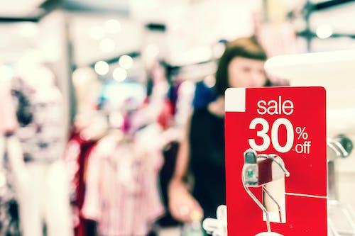 Fotobanka sbezplatnými fotkami na tému butik, cena, červená, detailný záber