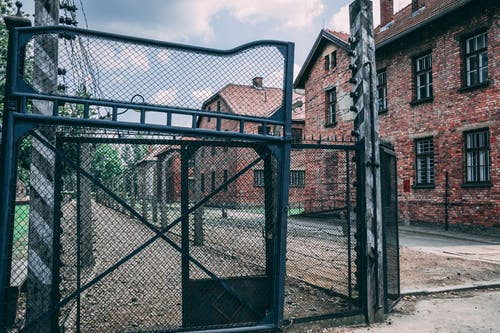 Foto d'estoc gratuïta de a l'aire lliure, arquitectura, auschwitz, barrera