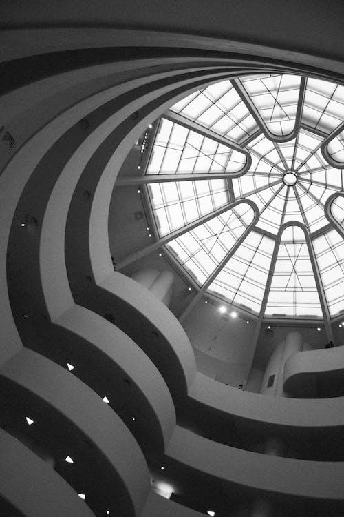 Darmowe zdjęcie z galerii z architektura, biznes, czarno-biały, guggenheim
