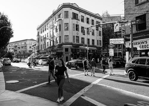 Darmowe zdjęcie z galerii z #bw #pedestrians #streetcorners #pnw #portland