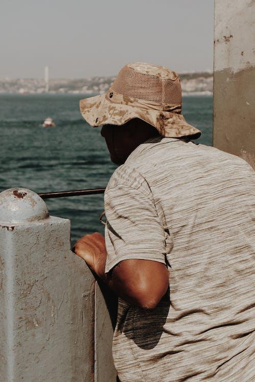 Foto profissional grátis de água, baía, barco, chapéu