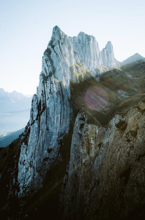 Fotobanka sbezplatnými fotkami na tému cestovať, cestovateľ, cliff edge, človek