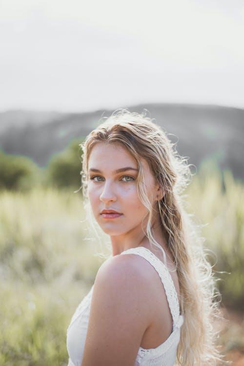 Fotobanka sbezplatnými fotkami na tému blondína, bočný pohľad, fotenie, krásna