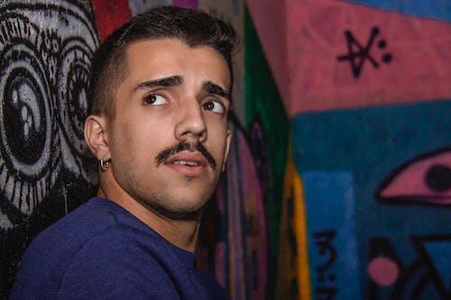 Ilmainen kuvapankkikuva tunnisteilla avenida paulista, homem, modelo, olhar