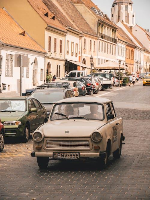 Ingyenes stockfotó autók, belváros, emberek, építészet témában