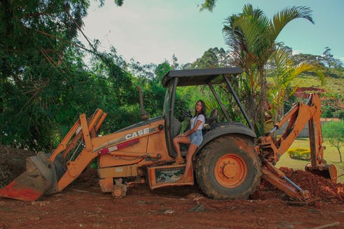 Fotobanka sbezplatnými fotkami na tému budova, figurína, minas gerais, traktor