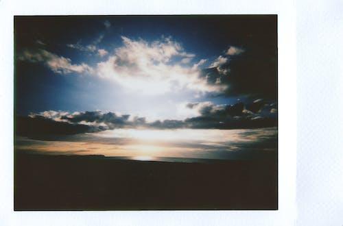 คลังภาพถ่ายฟรี ของ กล้องถ่ายรูปยี่ห้อโพเลอะรอยด, ท้องฟ้า, สวรรค์, เมฆ
