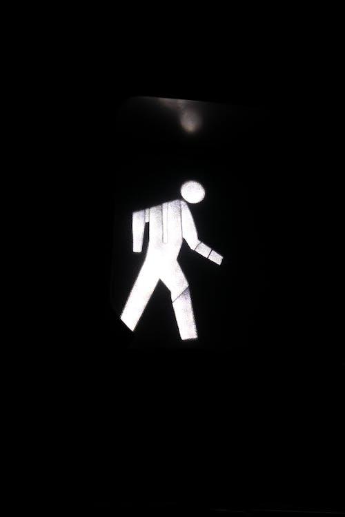 Foto stok gratis bentuk tubuh, berfokus, berjalan, cahaya