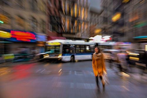 Darmowe zdjęcie z galerii z autobus, centrum miasta, ludzie, ñlone