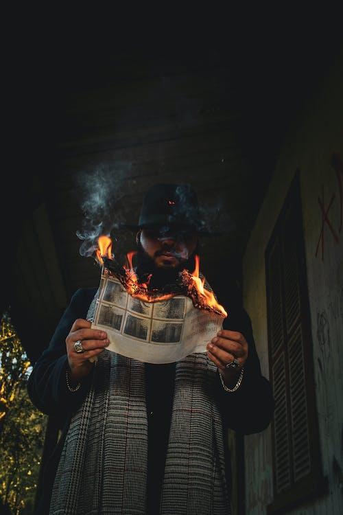 Foto d'estoc gratuïta de flama, fum, home, persona