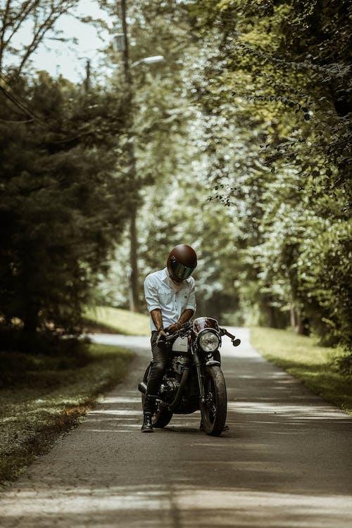 Základová fotografie zdarma na téma biker, helma, motocykl, motorka