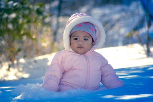 Fotobanka sbezplatnými fotkami na tému batoľa, chladné počasie, sneh, snowsuit