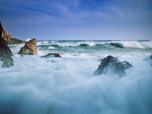 Foto profissional grátis de água, ao ar livre, beira-mar, cênico