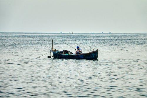 Immagine gratuita di acqua, barca, barca a remi, barca da pesca