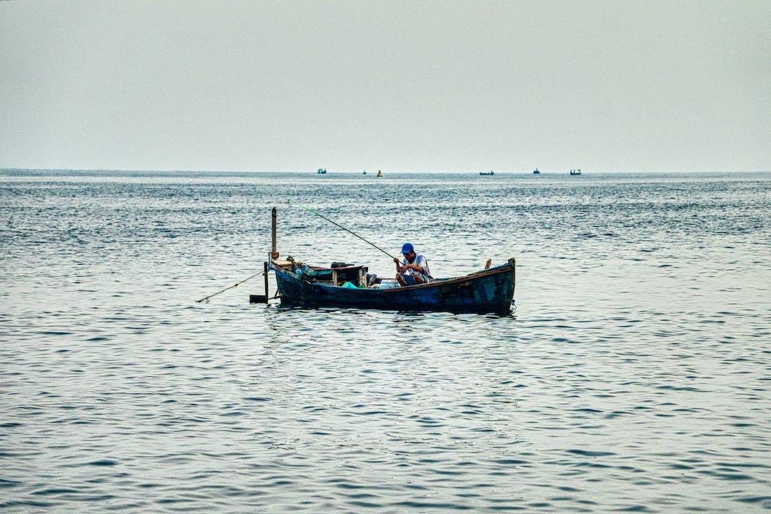 angeln, asiatischer mann, boot
