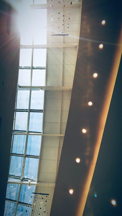 Fotos de stock gratuitas de arquitecto, cielo azul, comprando, detalle arquitectónico