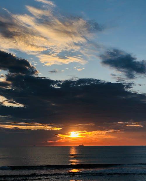 Gratis lagerfoto af aften, aftenhimmel, dramatisk himmel, hav