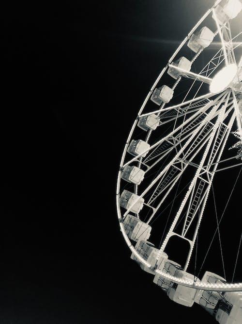 Fotos de stock gratuitas de blanco y negro, diversión, feria, negro
