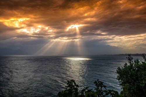 Foto profissional grátis de antalya, beleza na natureza, brilho do sol, céu nublado