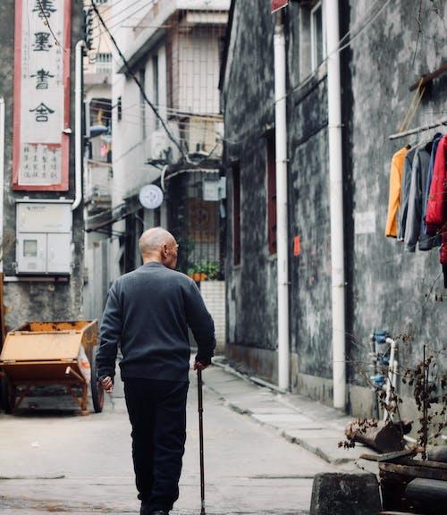 Ảnh lưu trữ miễn phí về ánh sáng ban ngày, các tòa nhà, Đàn ông, đi dạo