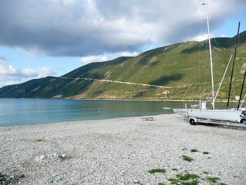 丘陵, 岸邊, 海, 海灣 的 免费素材照片