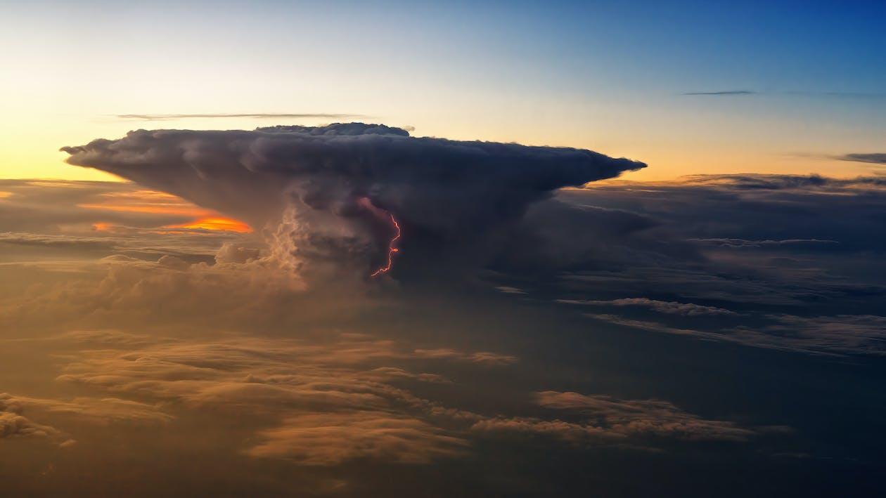 clouds, från ovan, gryning