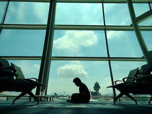 Foto stok gratis Bandara, bayangan hitam, kerja keras