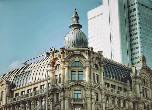 Darmowe zdjęcie z galerii z architektura, budynek, fasada, śródmieście