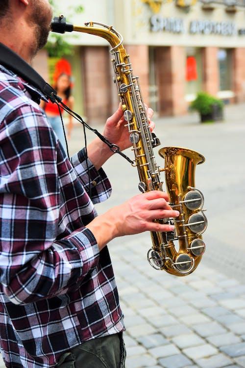 Foto d'estoc gratuïta de actuació, carrer, home, instrument musical