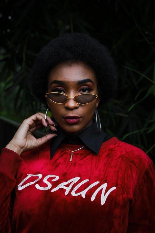 Δωρεάν στοκ φωτογραφιών με afro μαλλιά, αποχρώσεις, Αφρικανή, αφρικανή γυναίκα