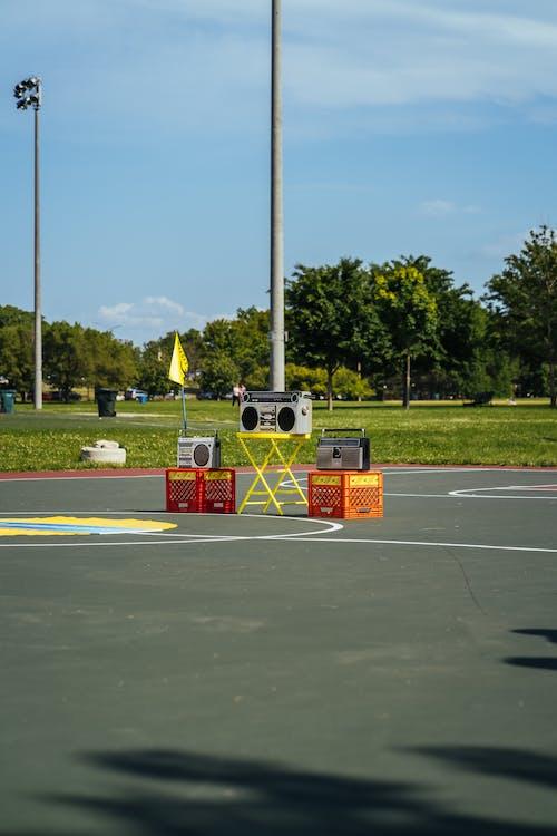 Immagine gratuita di alberi, ambiente, boomboxes, campo da basket