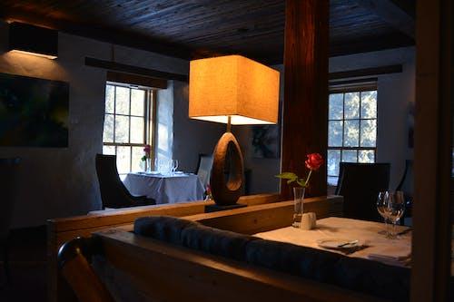 Ingyenes stockfotó ablakok, asztalok, belső, belsőépítészet témában
