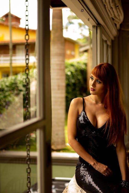 Immagine gratuita di acconciatura, capelli rossi, concentrarsi, donna