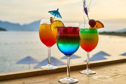Gratis lagerfoto af alkoholisk drikkevare, alkoholiske drikkevarer, bar, cocktails