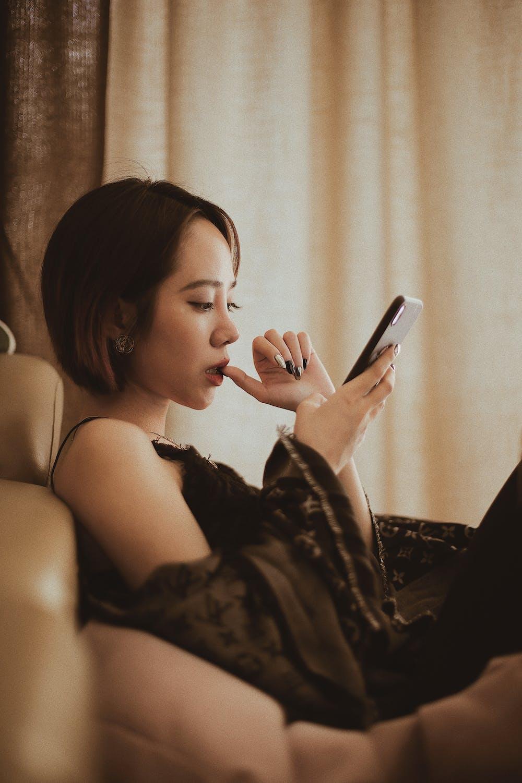 Woman using smartphone   Photo: Pexels