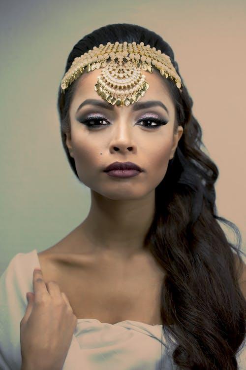 優雅, 光鮮亮麗, 咖啡色頭髮的女人, 嘴唇 的 免費圖庫相片