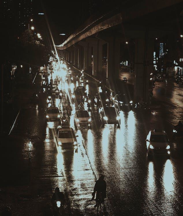 fekete autó, város, városi fények