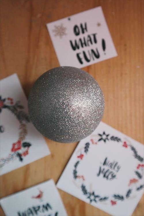 Photos gratuites de à l'intérieur, bois, boule de cristal, briller