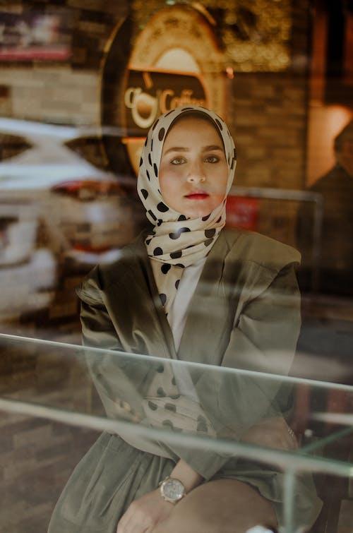 Безкоштовне стокове фото на тему «гарна жінка, жінка, жінки, красива жінка»